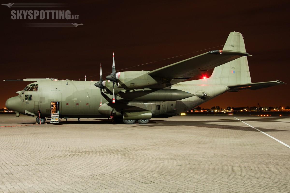 Lockheed-C-130-Hercules-RAF-XV295-2