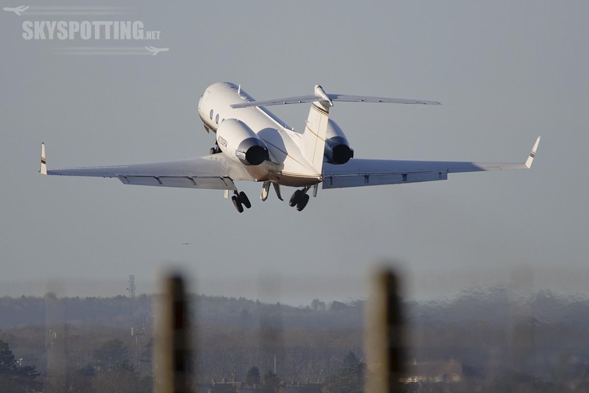 London Luton Airport  29-12-2013