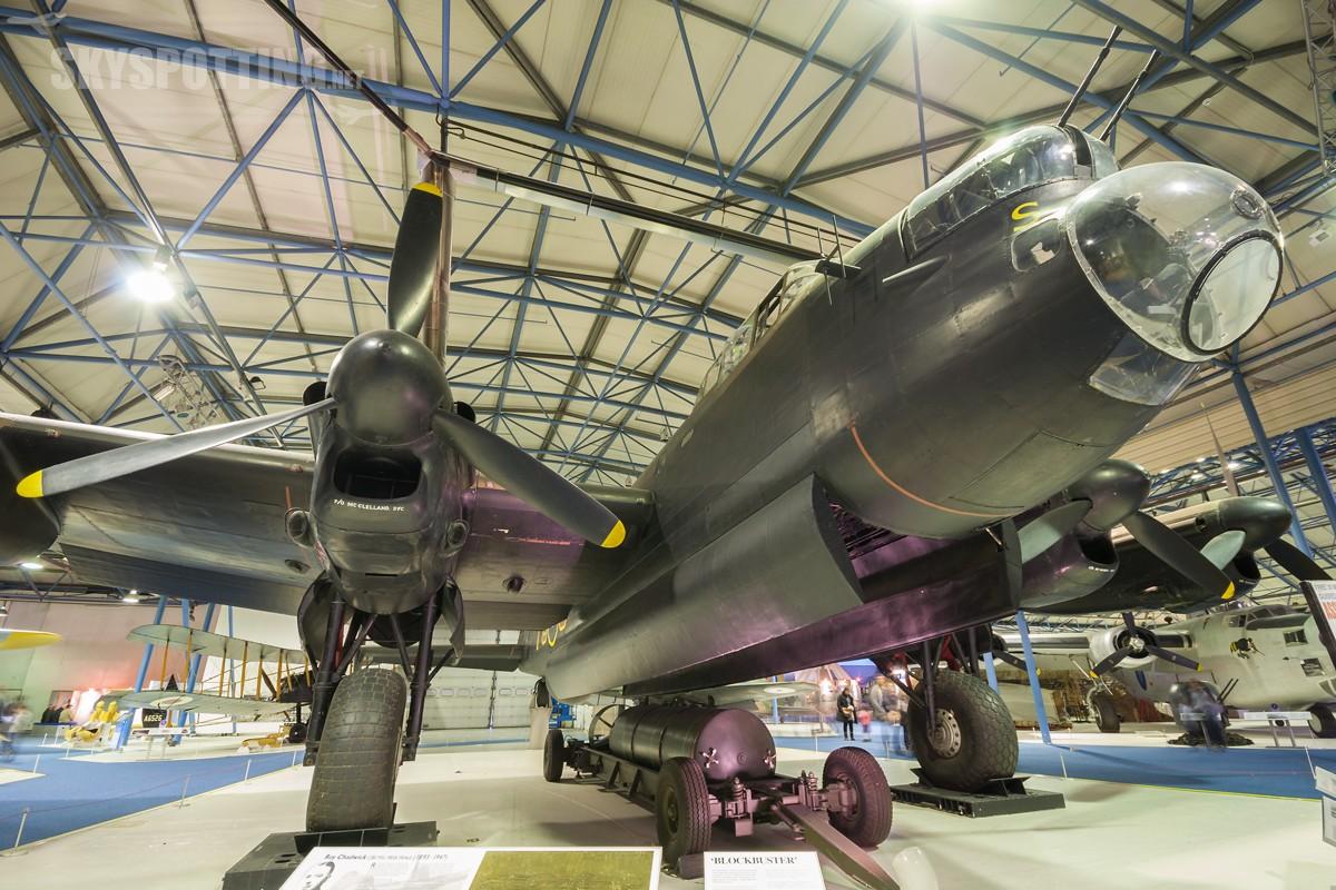 Avro-Lancaster-1-R5868