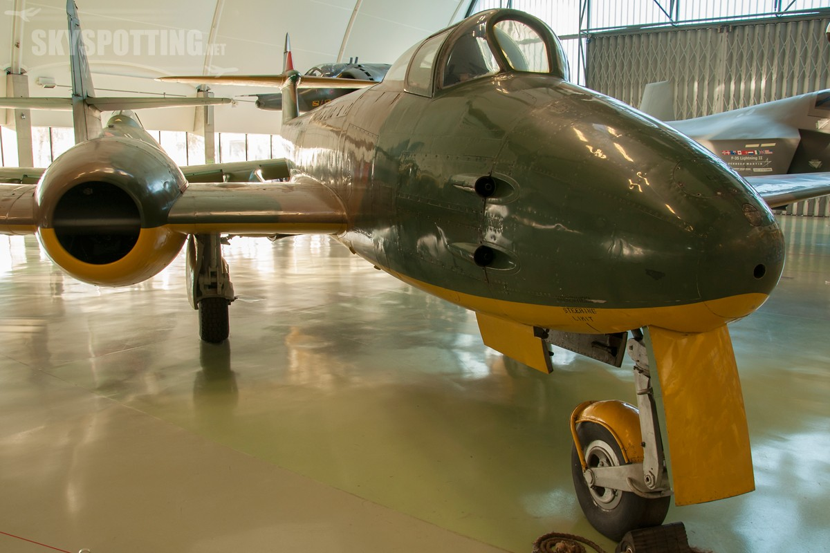 Gloster-Meteor-F9-DG202G