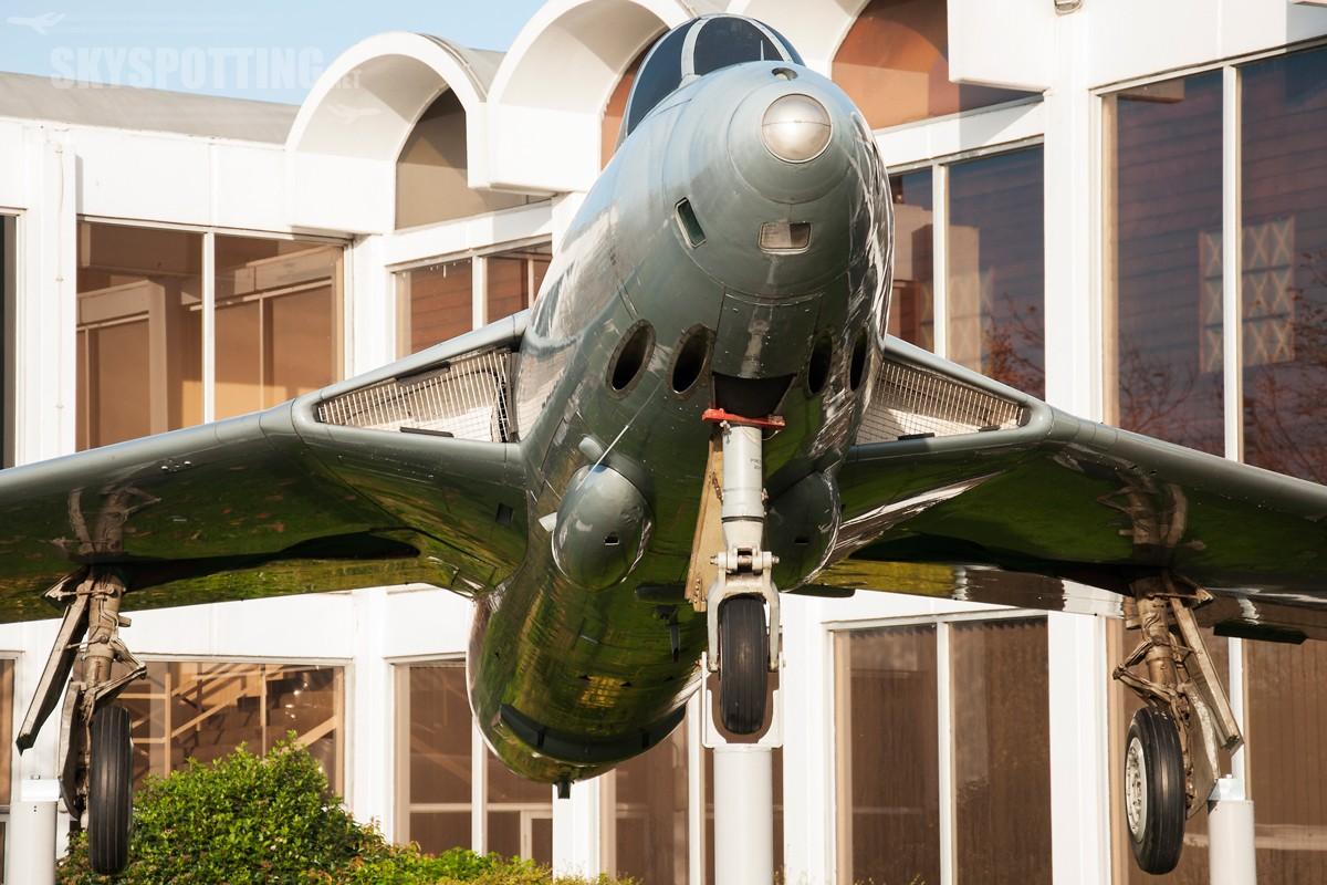 Hawker-Hunter-FR10-XF426
