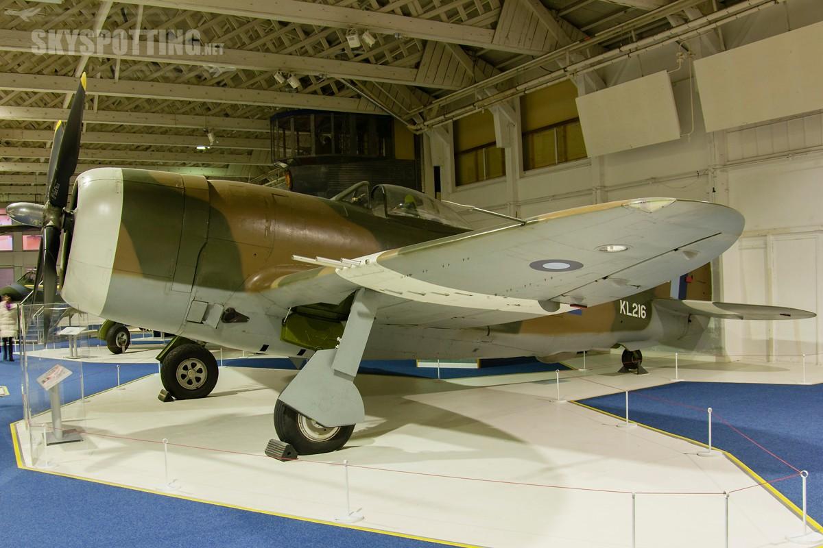 Republic-P-47D-Thunderbolt-II-KL216