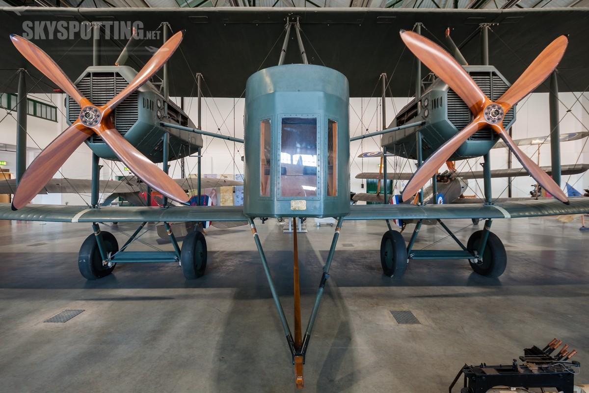 Vickers-Vimy-F8614-0