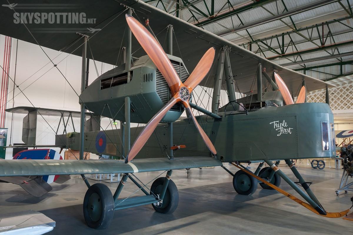 Vickers-Vimy-F8614-2