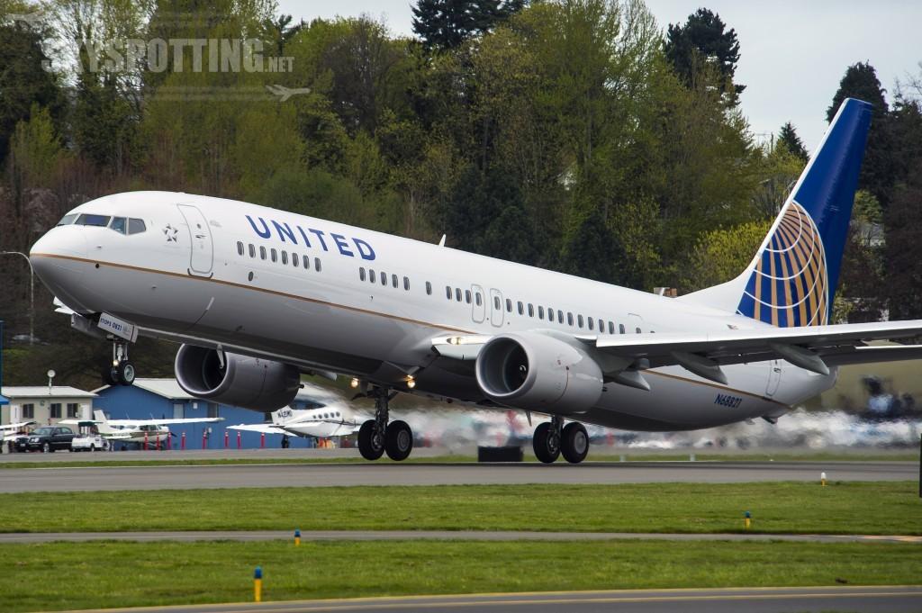 8000th 737 Renton B1 Take off United Airlines YU011 4868