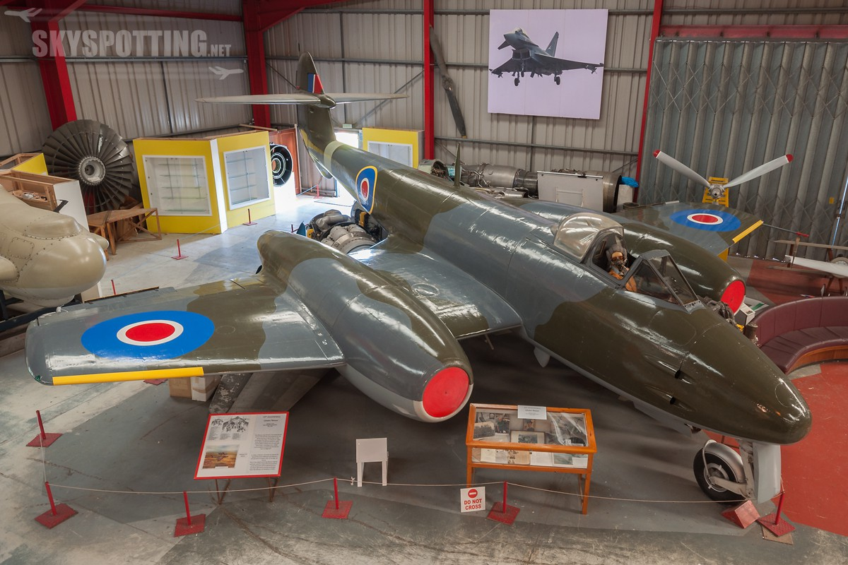 Gloster-Meteor-F4-EE531