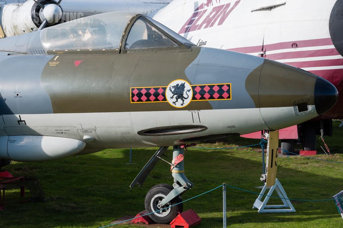 Hawker-Hunter-F6-XF382-2