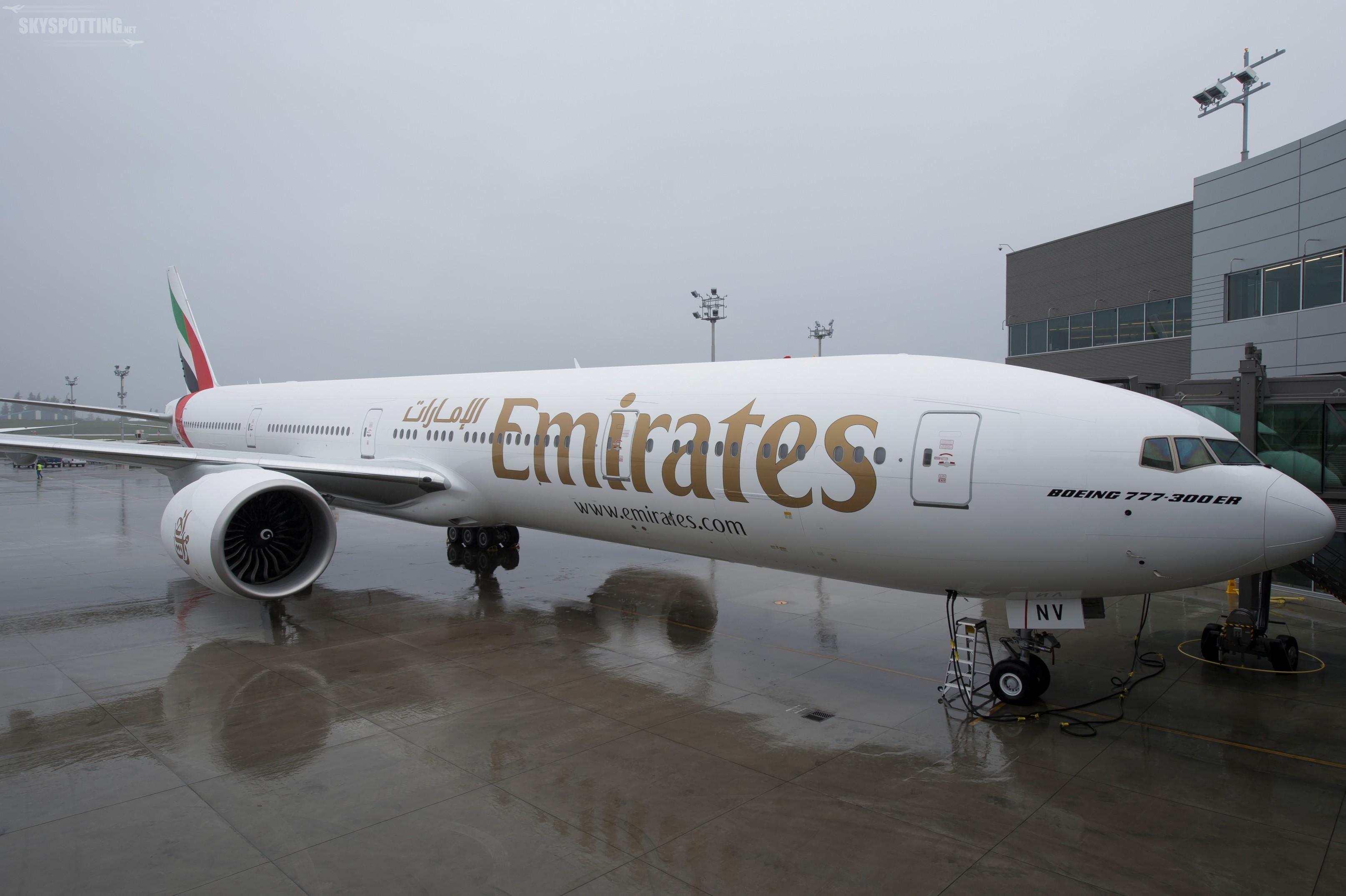 Boeing dostarczył liniom Emirates setny egzemplarz 777-300ER