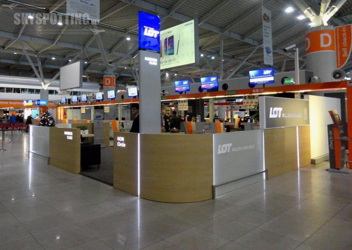 LOT uruchamia nowe stanowiska odprawy pasażerów – pierwsze tak komfortowe na polskich lotniskach