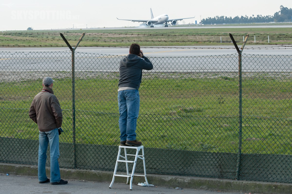 Airport---Spotting-Location-LPPR