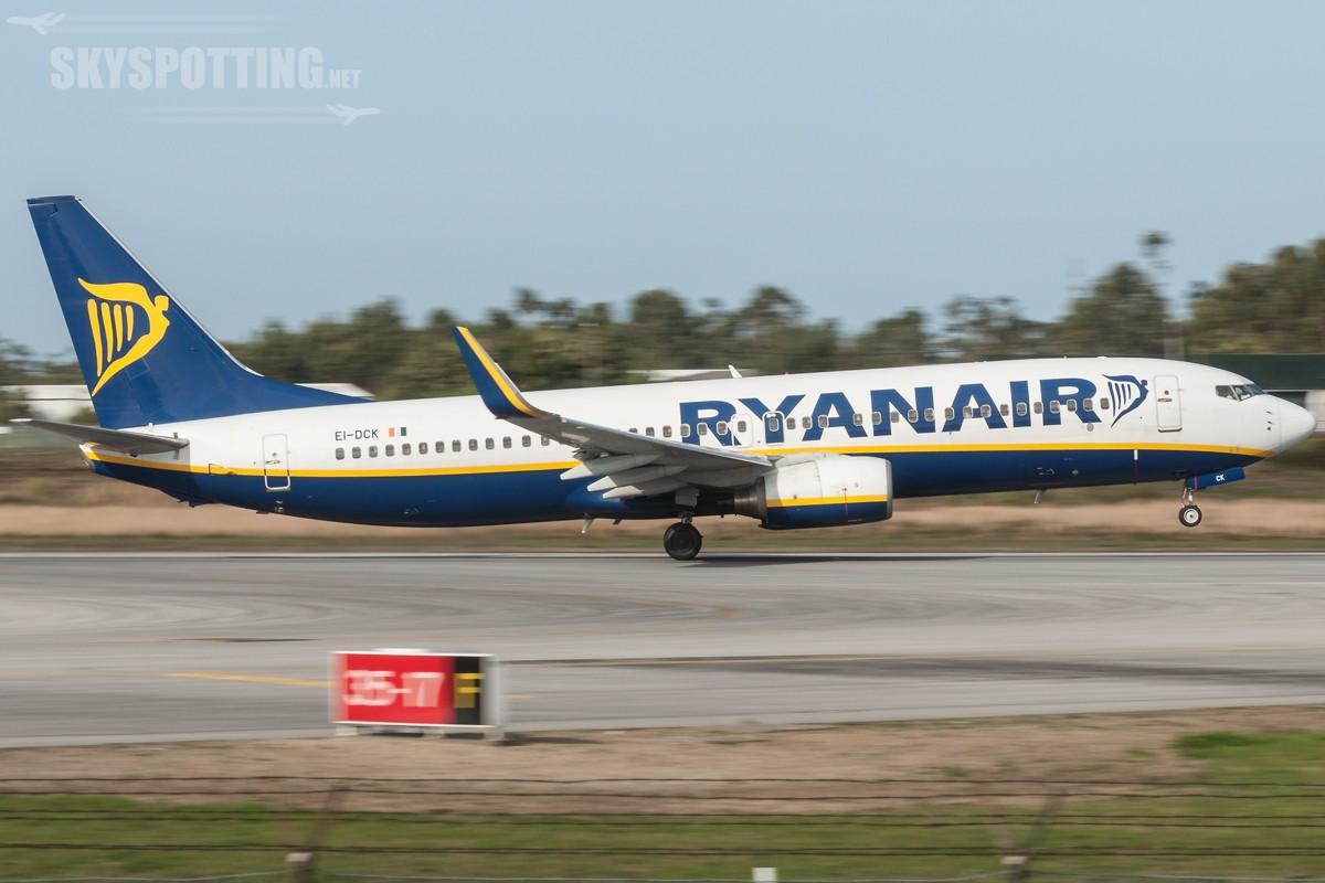 B737-Ryanair-EI-DCK