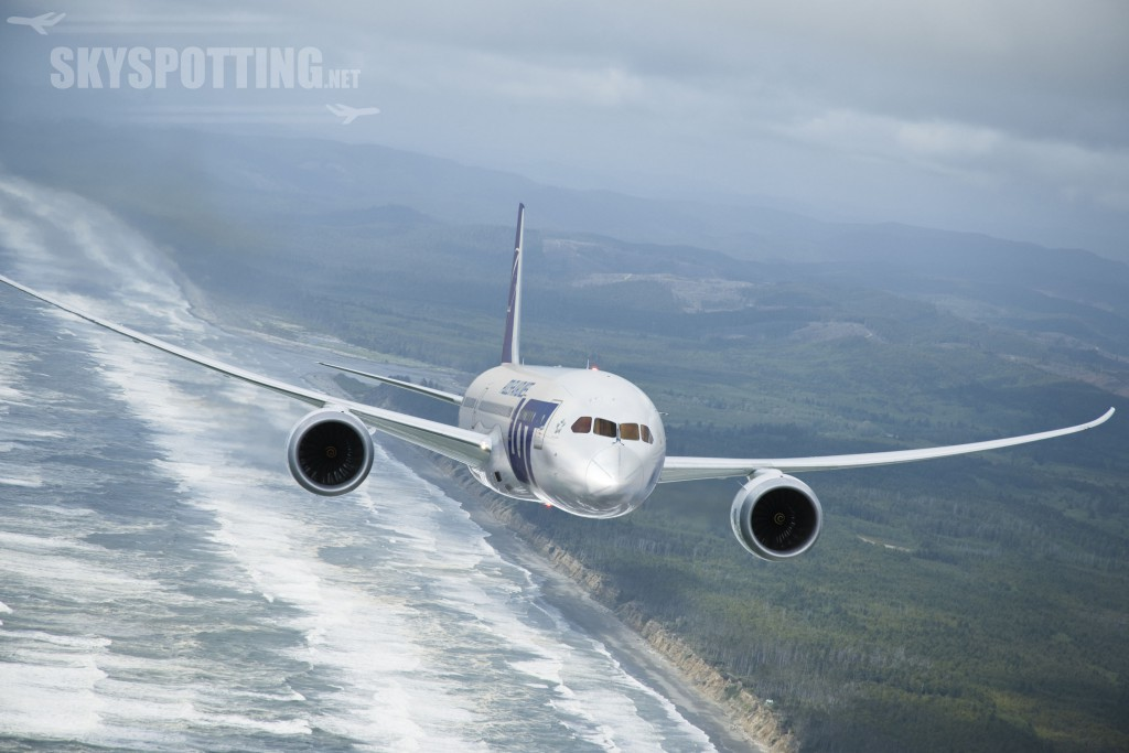 787 ZA001 air to air  5/20/2010