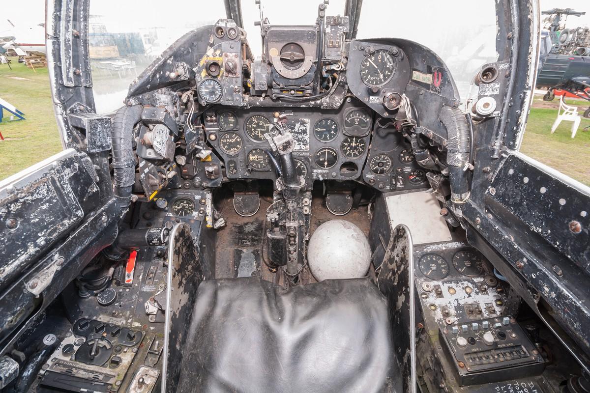 Hawker-Hunter-F6-XG160