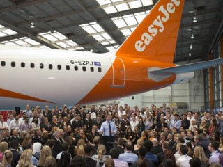 PM DAVID CAMERON VISITS EASYJET HEADQUATERS HANGAR 89,LUTON AIRPORT TO ADDRESS STAFF ON STAYING IN THE EUROPEAN UNION.