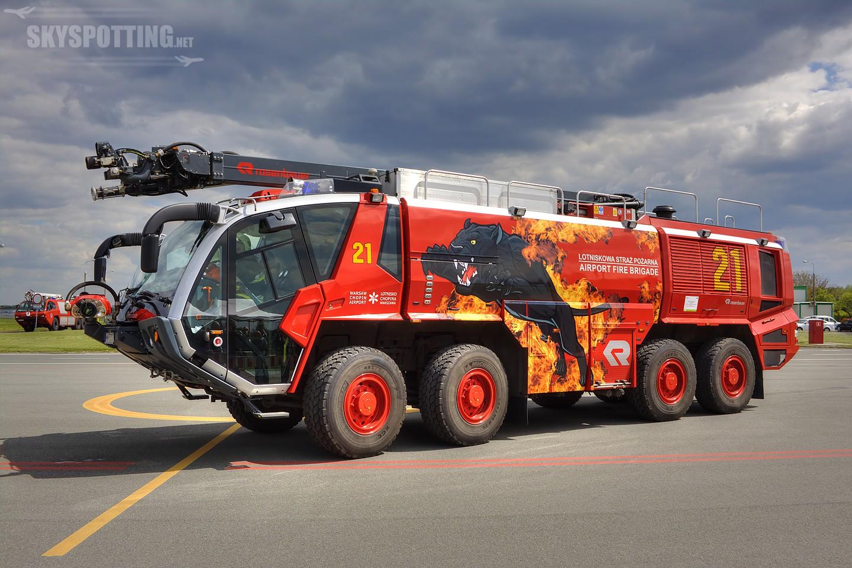Nowe malowanie wozów Lotniskowej Straży Pożarnej na Lotnisku Chopina