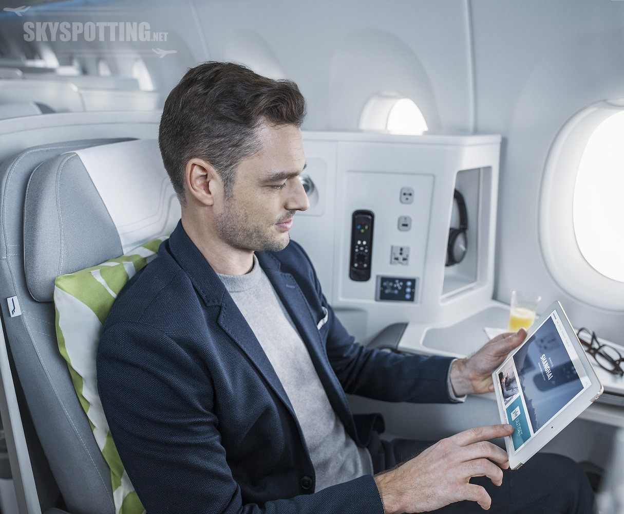 Finnair A350 business class cabin, wifi portal 1
