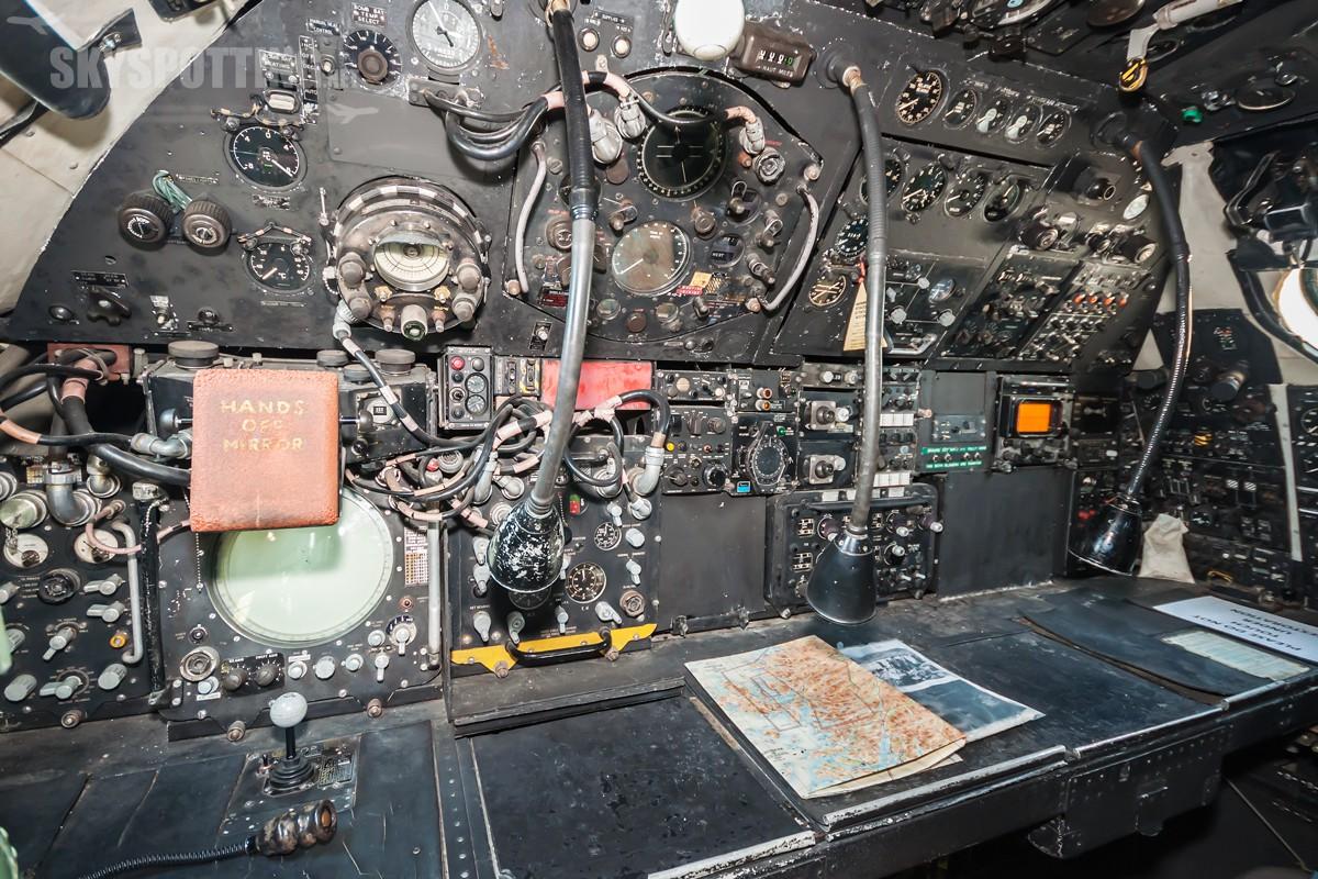 avro-vulcan-b2-xm612-4