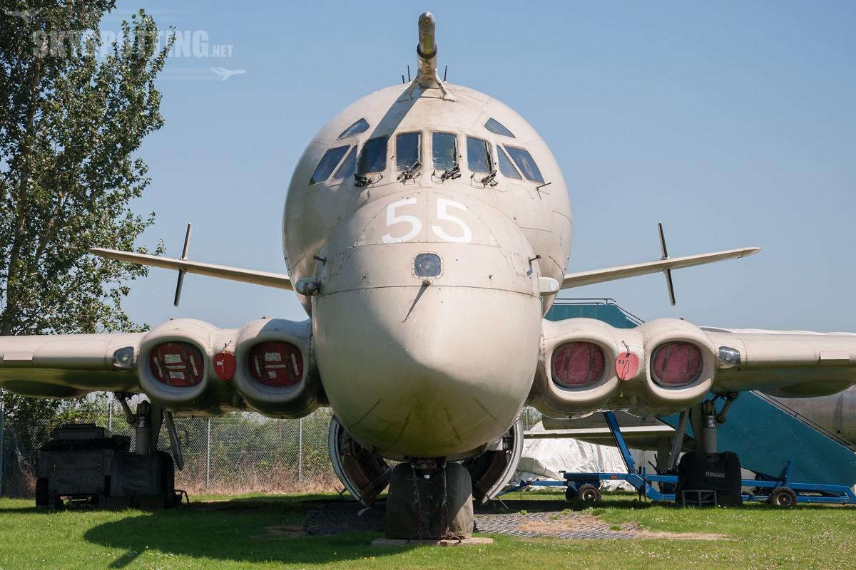 british-aerospace-nimrod-mr2-raf-xv255-01