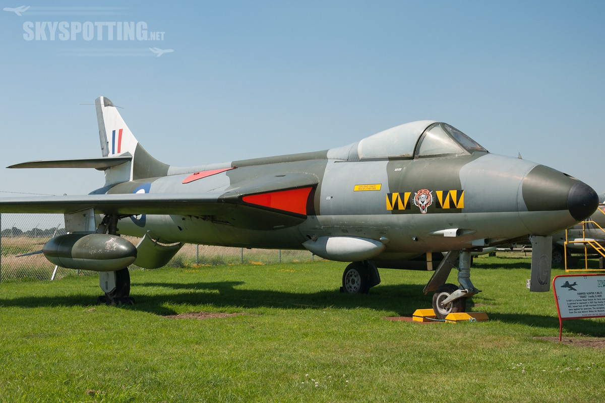 hawker-hunter-f51-xe683-really-e-409