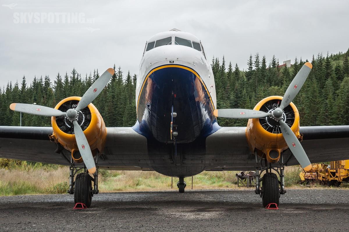 Douglas-C-47A-Skytrain-TF-NPK-4