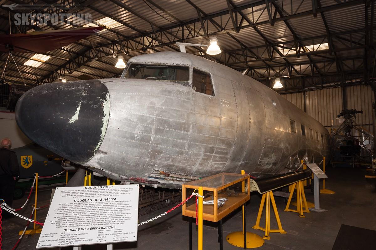 Douglas-DC-3-N4565L