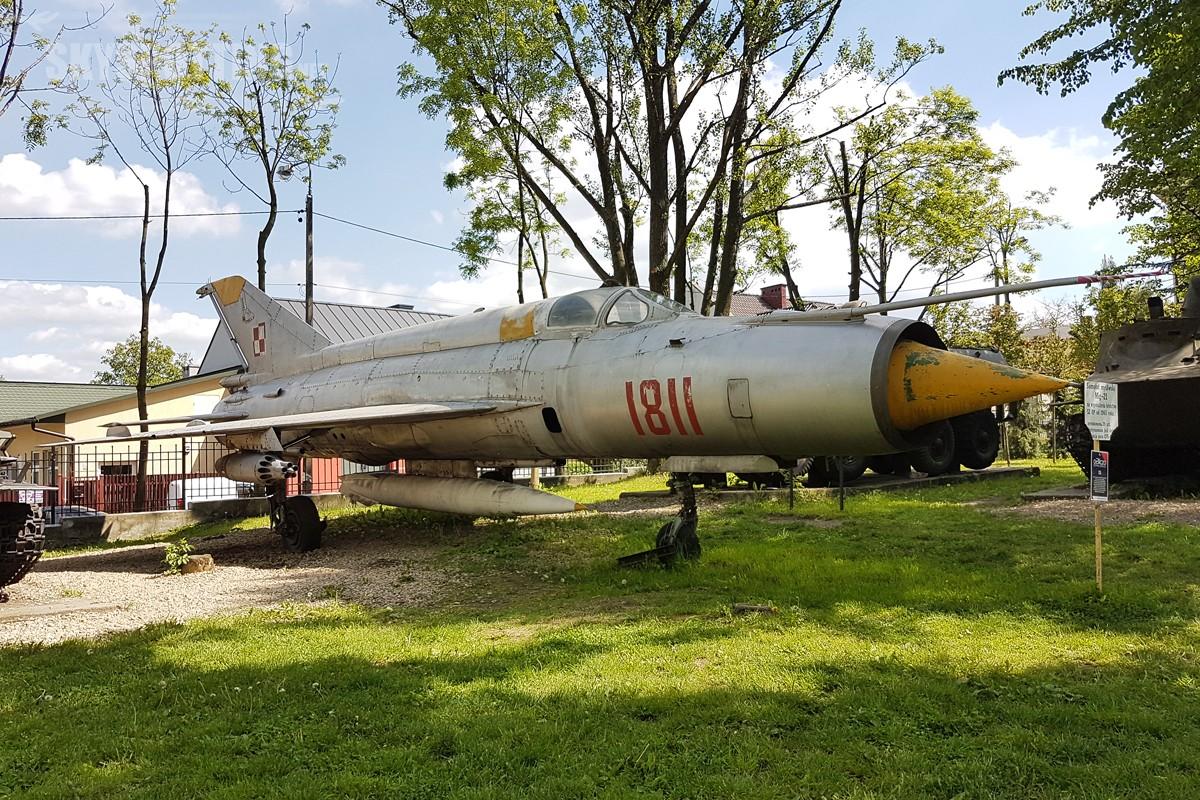 Mikoyan-Gurevich-MiG-21-1811