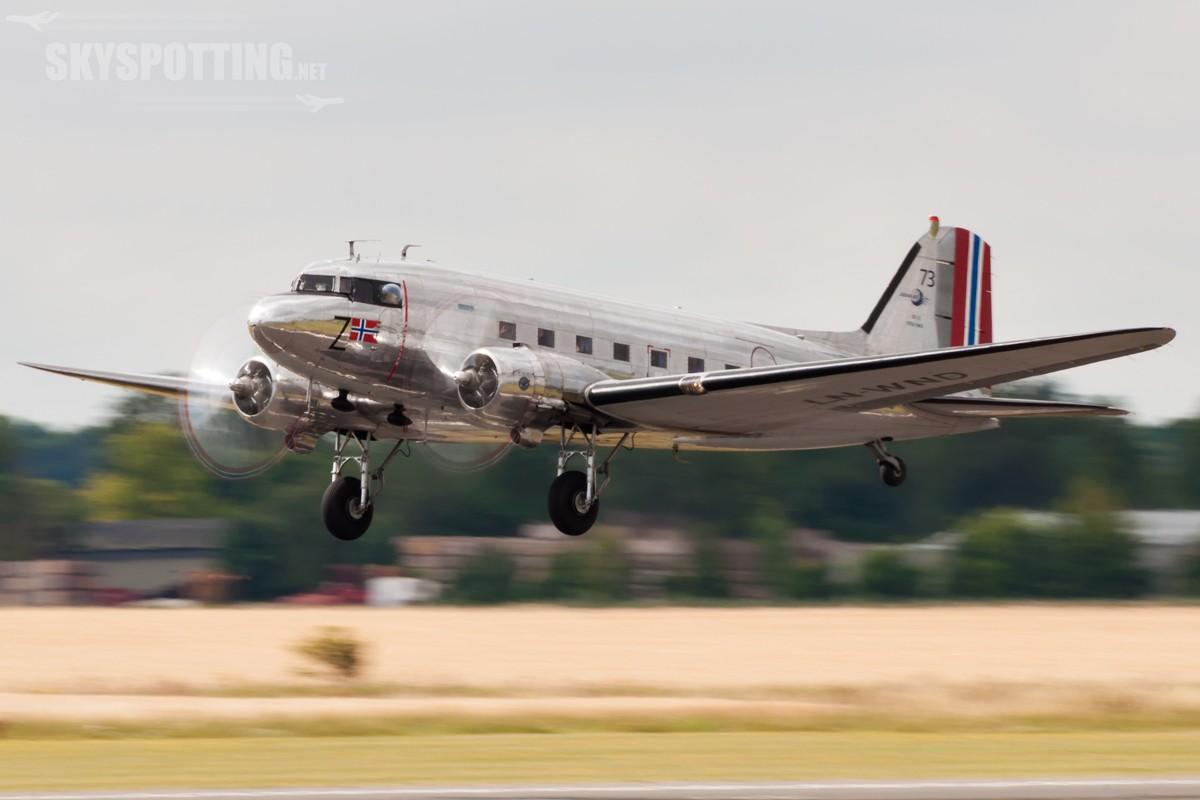 Douglas-DC-3-LN-WND
