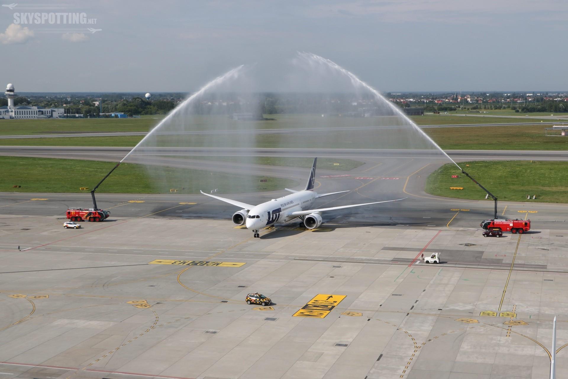 LOT odebrał ósmego Dreamlinera i planuje rozwój floty