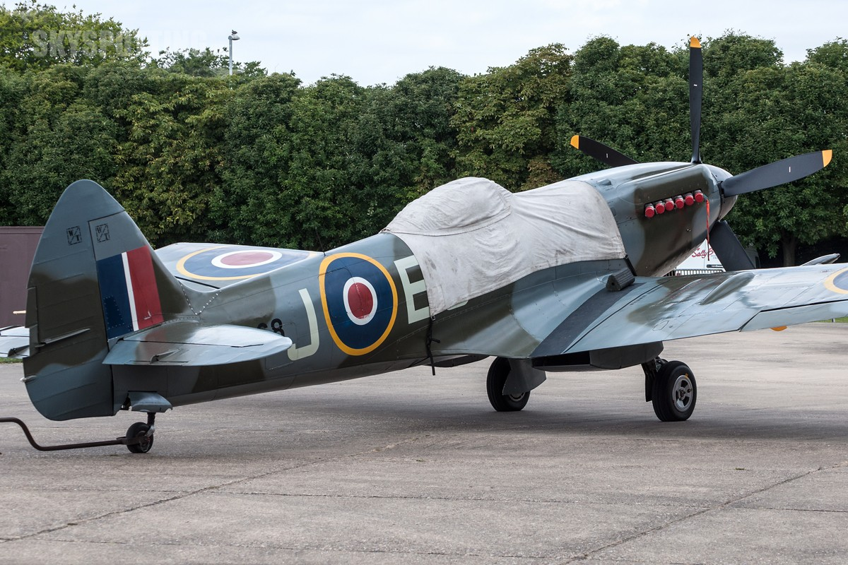 Supermarine-Spitfire-LF-Mk-XIVe-G-SPIT