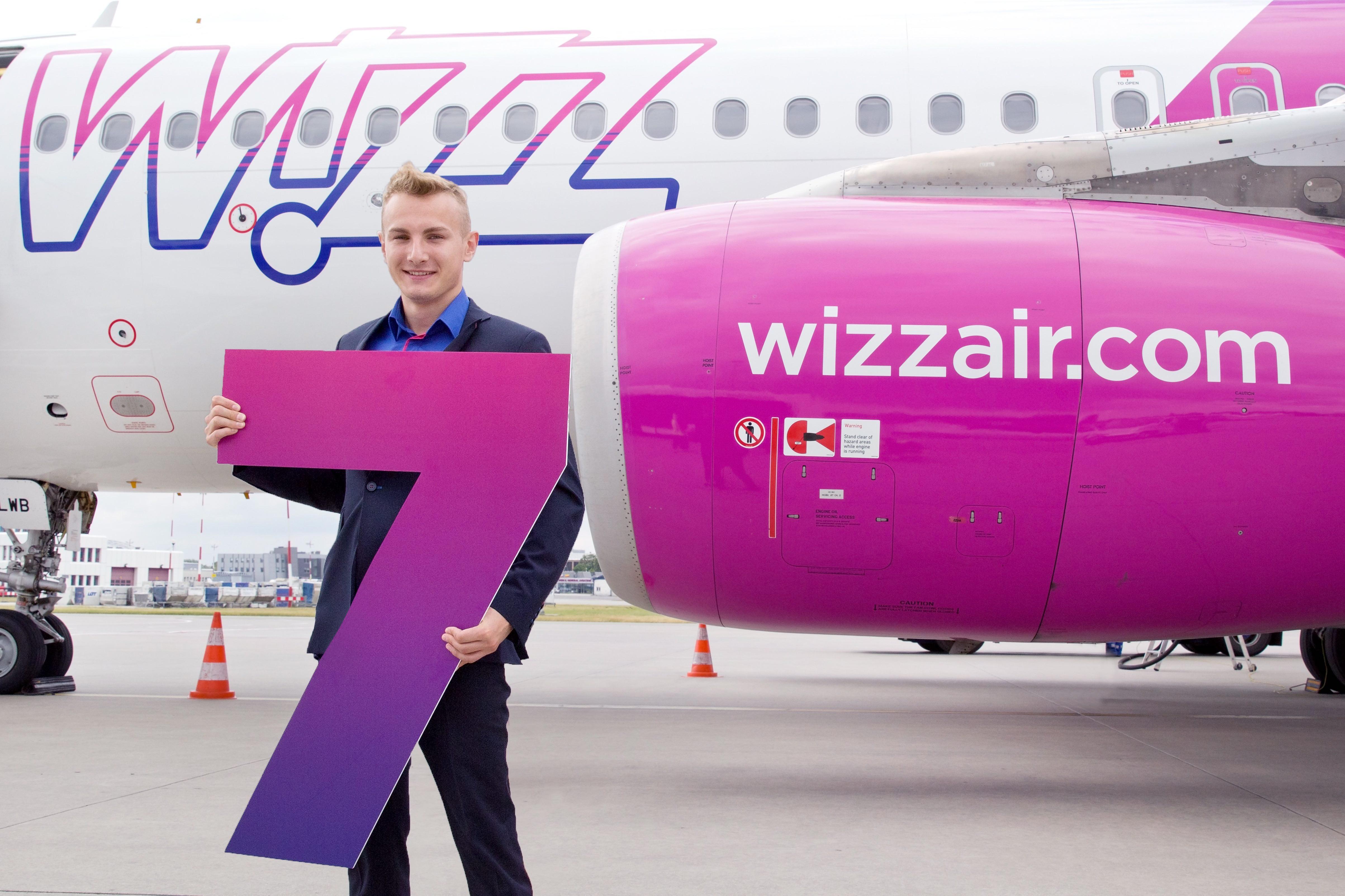 7. samolot Wizz w bazie w Warszawie