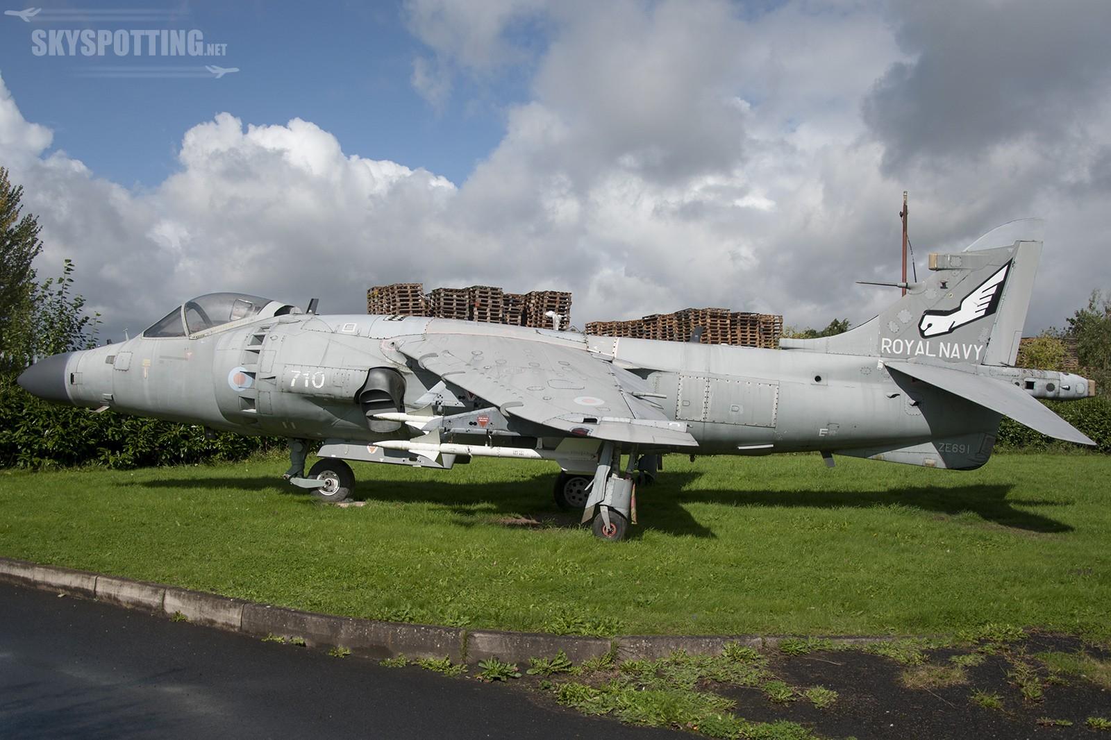 Śladami pomników lotniczych, część 13 – Sea Harrier (Winsford, Anglia)
