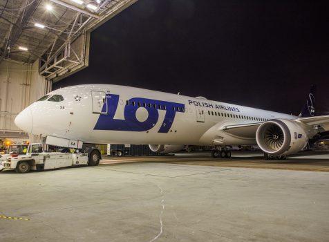 Pierwszy z większych Dreamliner-ów LOT-u wylądował na lotnisku Chopina. Rejs prosto z fabryki w Everret