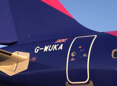 Wizz Air UK uzyskał certyfikat przewoźnika lotniczego i licencję na obsługę lotów. Pierwszy lot odbył się 3 maja 2018