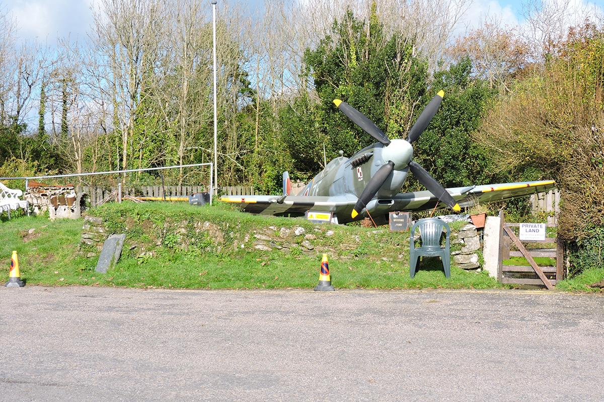 Śladami pomników lotniczych, część 26 – Spitfire (Newquay , Anglia)
