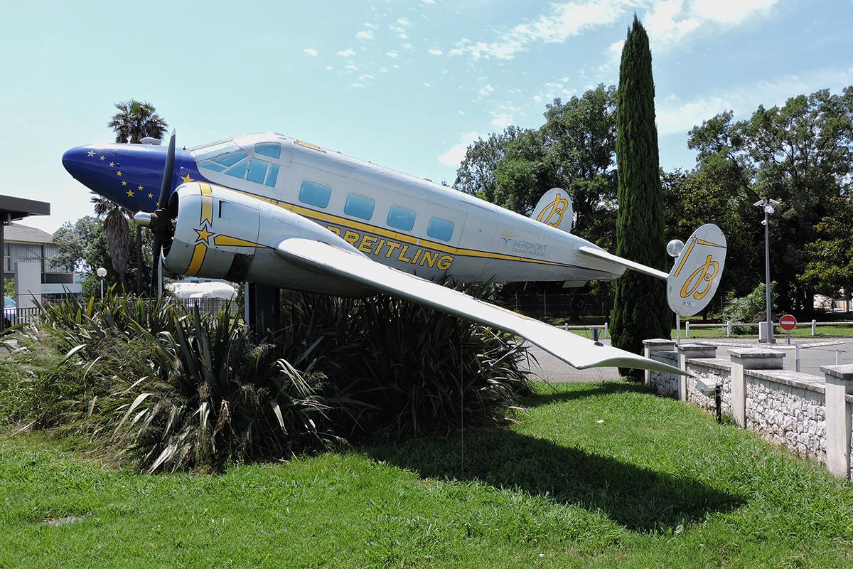 Śladami pomników lotniczych , część 36 – Beech (Cannes, Francja)