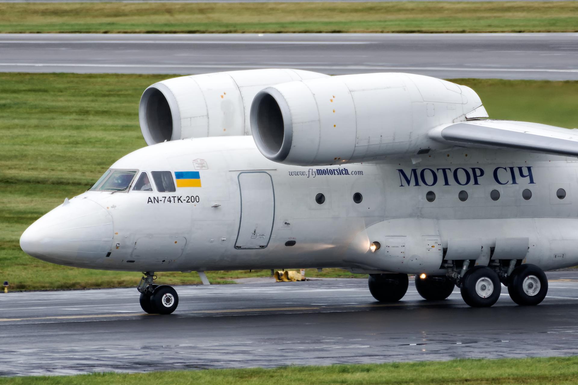Antonov An-74 w Birmingham (BHX/EGBB)