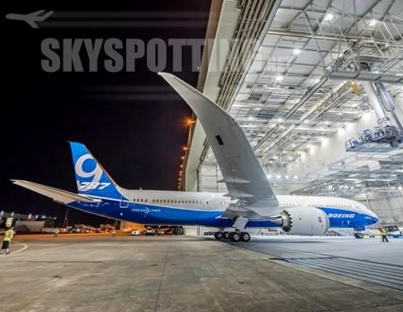 Pierwszy Boeing 787-9 Dreamliner w nowych barwach Boeinga