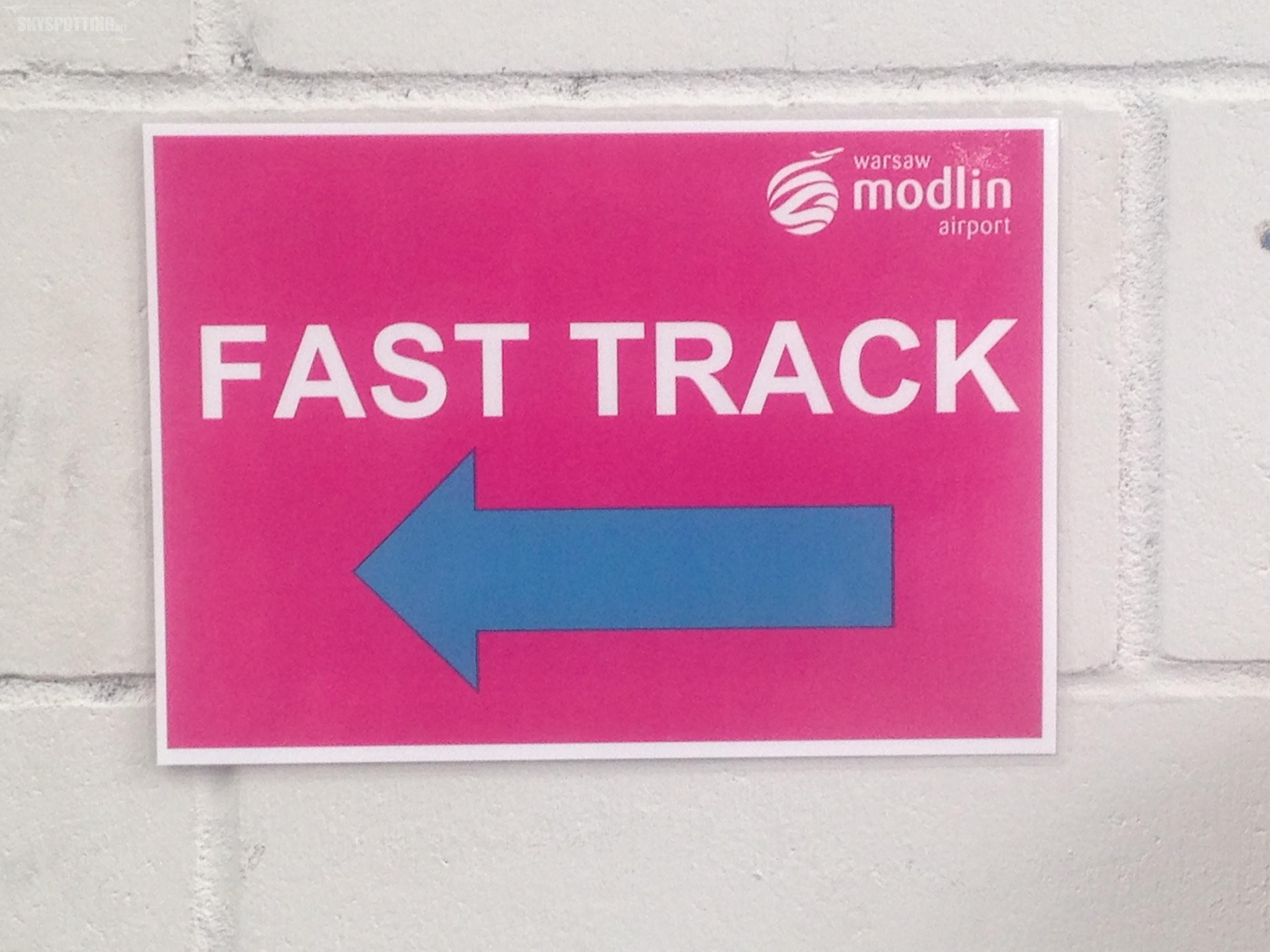 """""""Fast Track"""" czyli kontrola bezpieczeństwa bez kolejki – już w Modlinie!"""