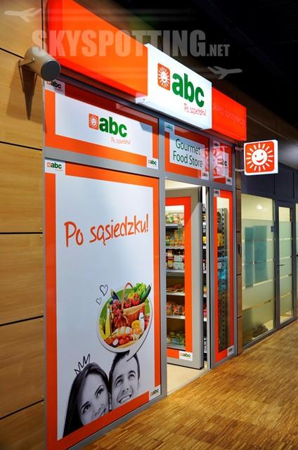 Minimarket spożywczy na lotnisku Warszawa/Modlin