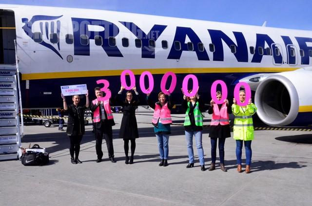 Na Lotnisku Warszawa/Modlin odprawiony został 3-milionowy pasażer Ryanaira