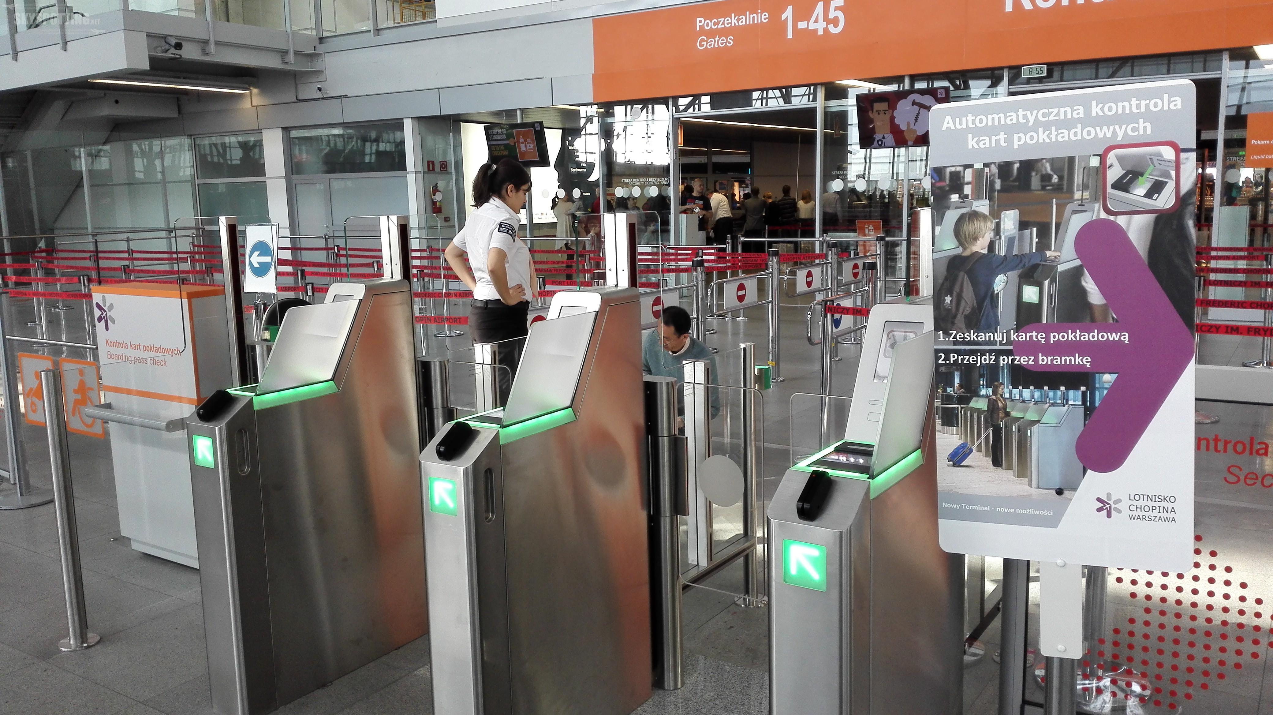 Nowe bezpieczne bramki szybkiego przejścia na Lotnisku Chopina