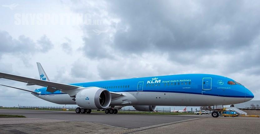 Pierwszy Dreamliner KLM przyleciał na Schiphol