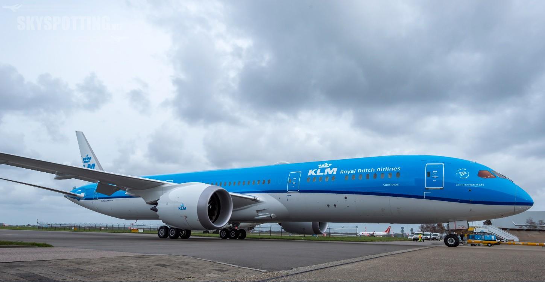 """""""Tasty Blue"""" i Goodnight Goodiezzzz – nowości od KLM na lotach dalekiego zasięgu"""