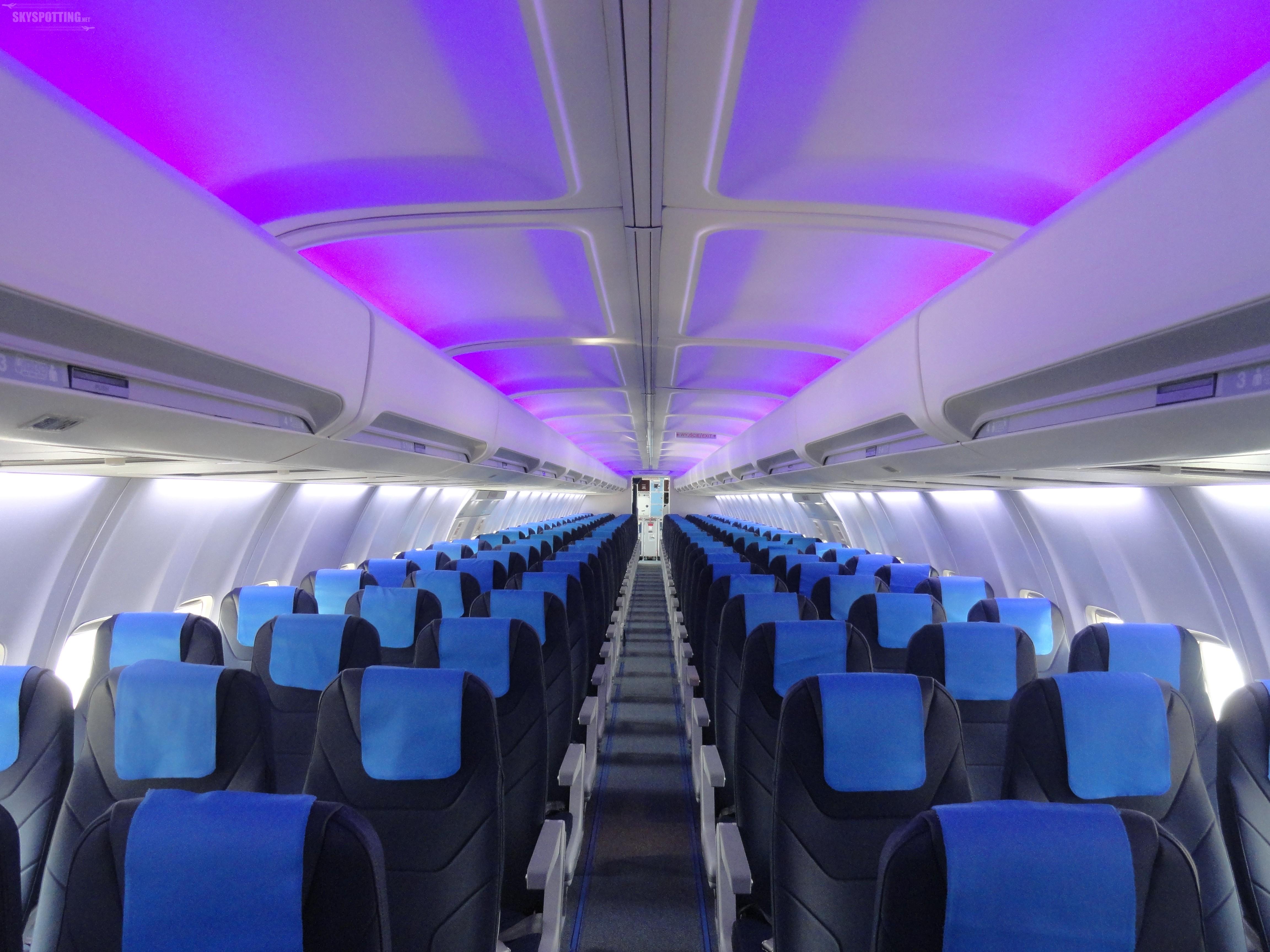 Nowe fotele, więcej przestrzeni i nowoczesne oświetlenie – pierwszy odnowiony Boeing 737 już w powietrzu!