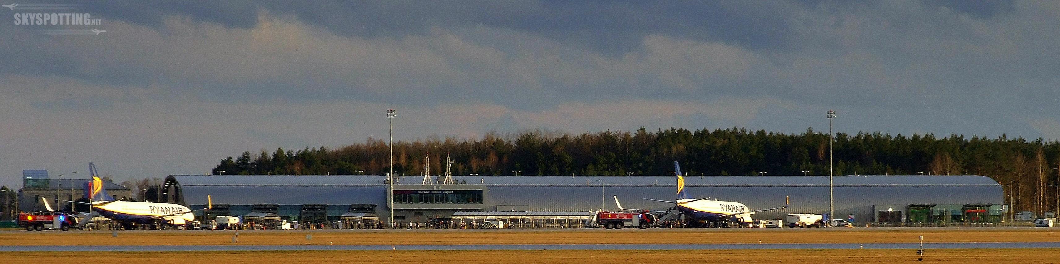 Ponad 220 tys. pasażerów w październiku i trzeci samolot w bazie