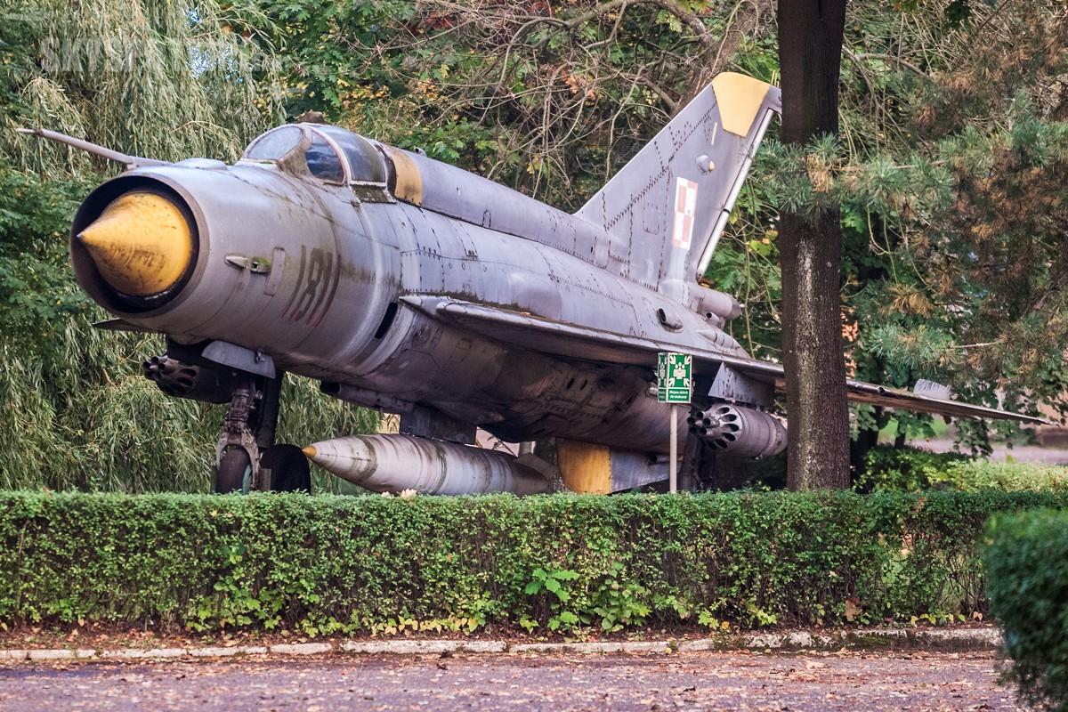 Śladami pomników lotniczych, część 6 – MiG-21, Dąbrowa Górnicza, Polska