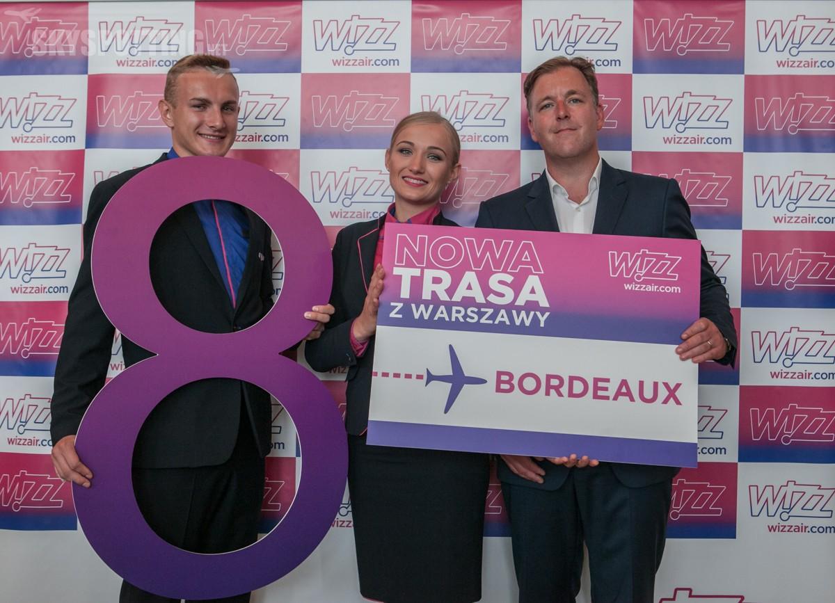 8. samolot w Warszawie, nowa trasa, 19 dodatkowych lotów tygodniowo, 25% wzrost w skali roku