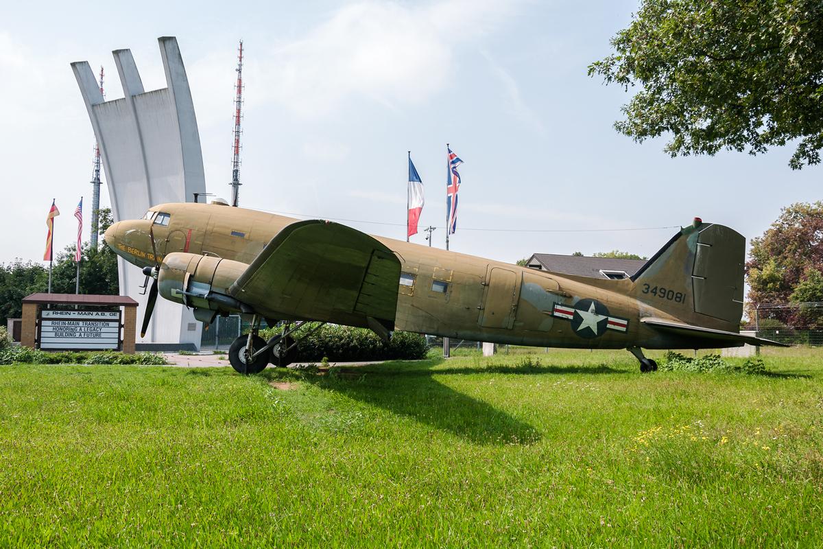 Śladami pomników lotniczych, część 16 – C-47 i C-54, Frankfurt, Niemcy