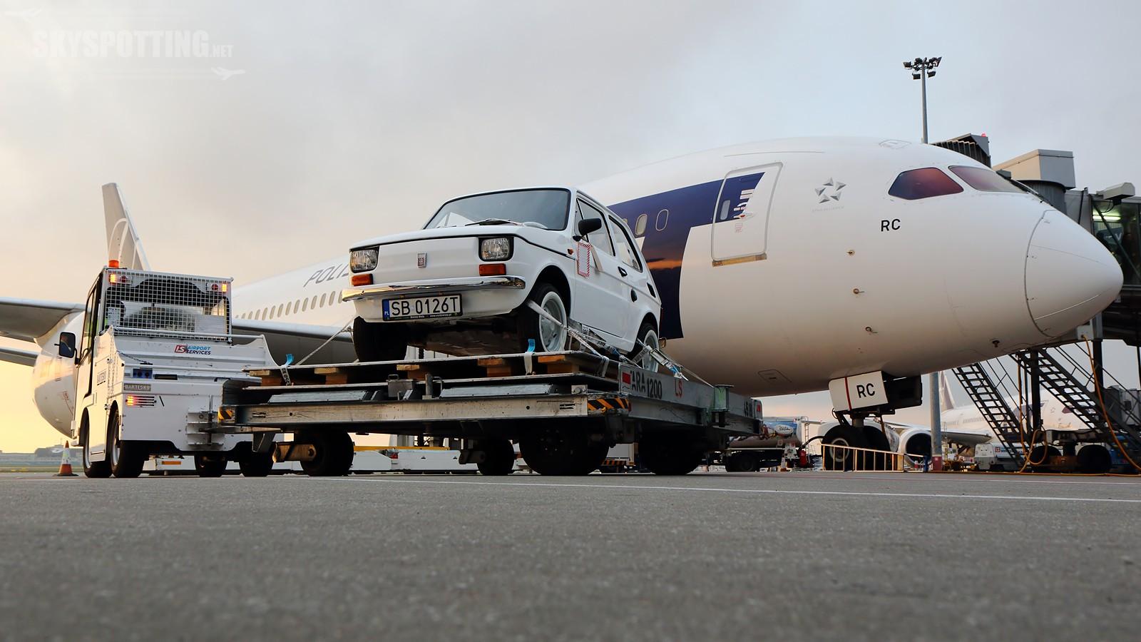 Dreamliner LOT-u z maluchem dla Toma Hanksa w drodze do Los Angeles