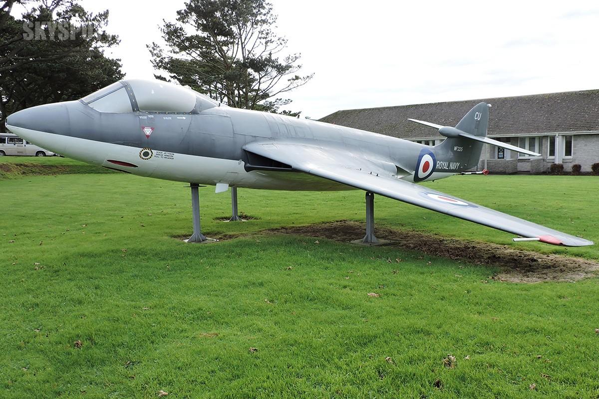 Śladami pomników lotniczych, część 19 – Hawker Sea Hawk , Culdrose, United Kingdom